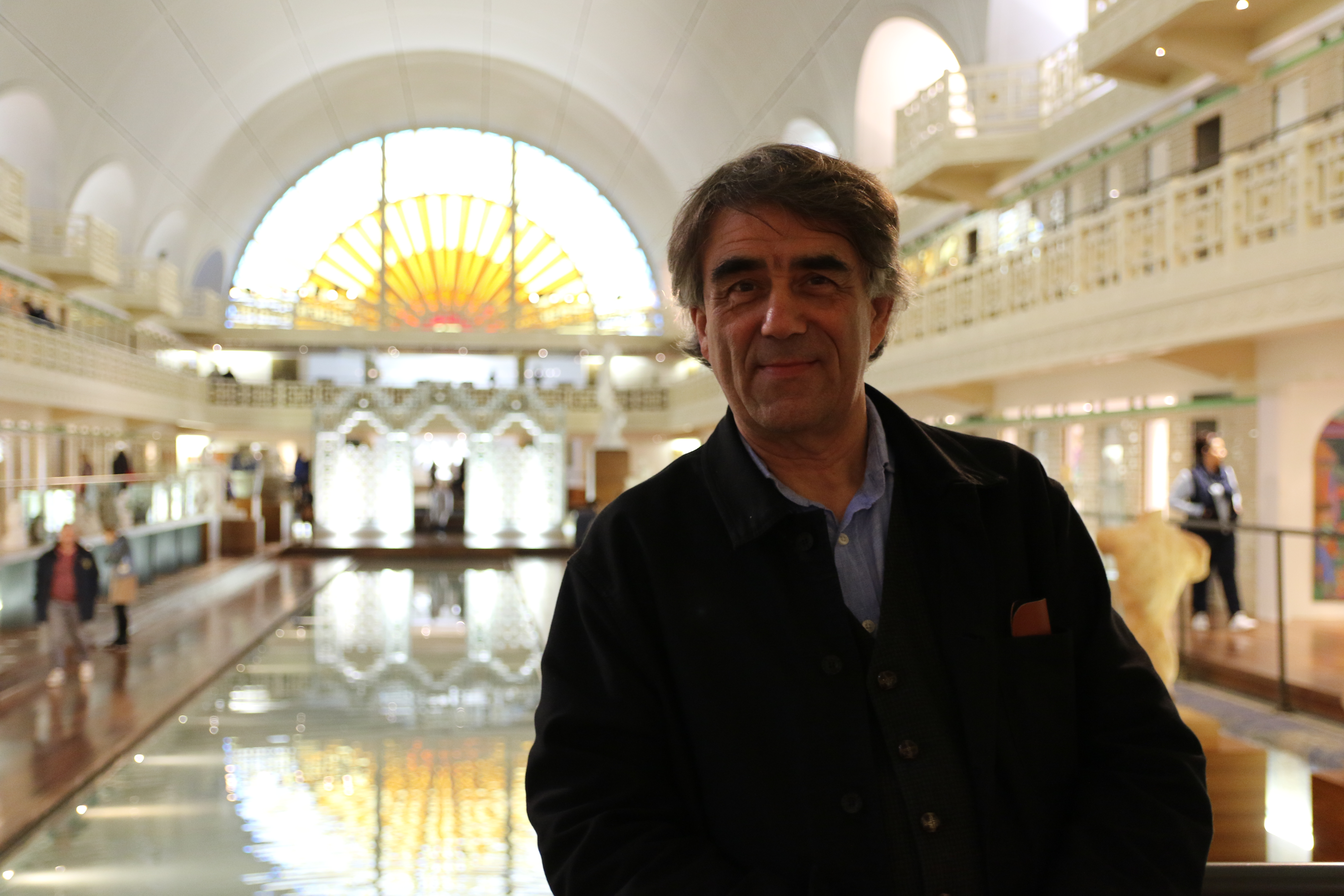 Bruno Gaudichon dans la salle du bassin du Musée de La Piscine de Roubaix