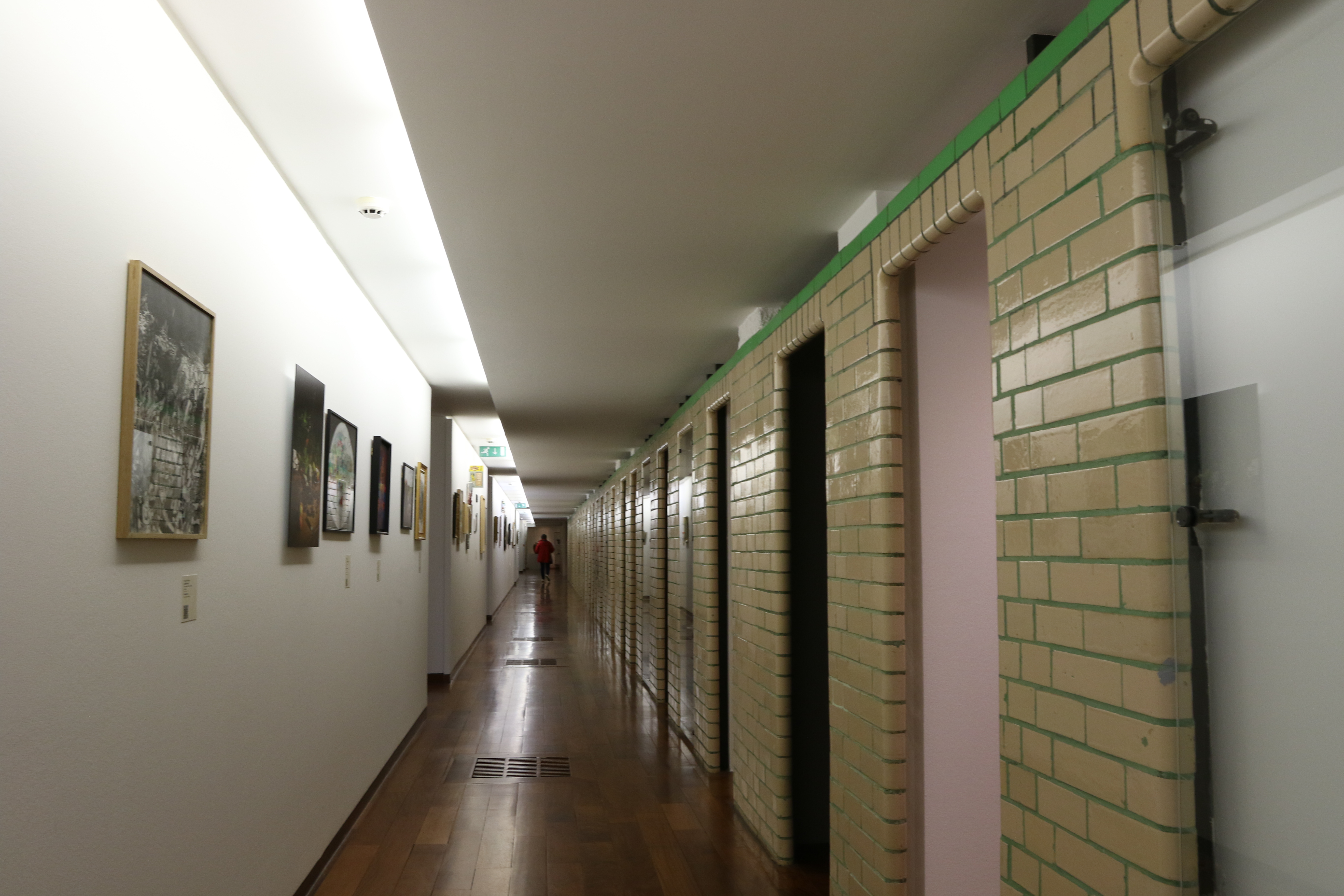 Couloirs des vestiaires du Musée de La Piscine de Roubaix